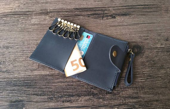 Mens leather key case made of genuine leather, handmade production. Available in 4 colors (brown, dark blue, green and red). This mens key wallet combines quality and know-how. Worldwide shipping from France.