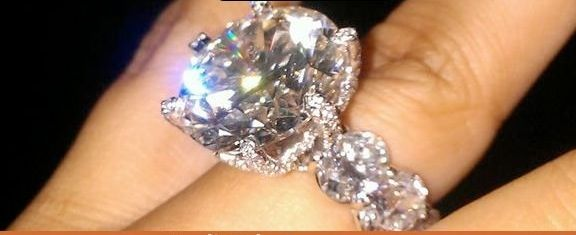 Floyd Mayweather's fiance's engagement ring. One of the prettiest I've ever seen! 99% DIAMOND! Virtually no metal, except for metal jointing keeping the diamonds intact. Gorgeous! >>>> platiGoogle Image Result for http://thecount.com/wp-content/uploads/mayweather-engagement-ring11.jpg