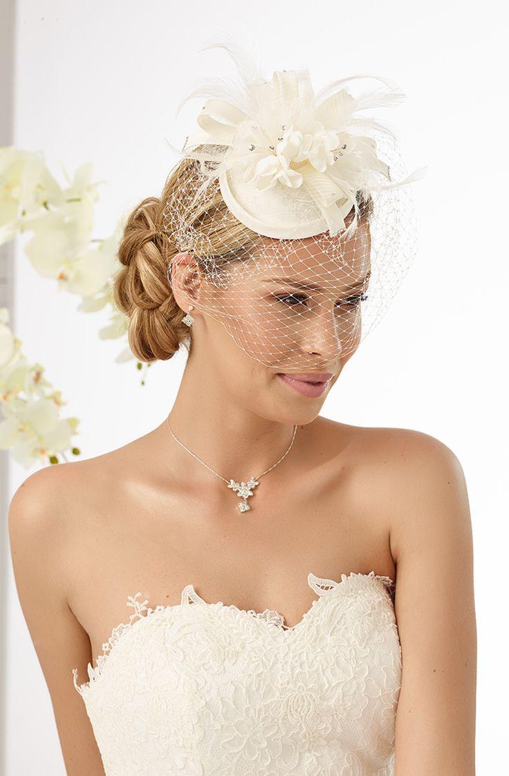 Modern mini top hat 92 from Bianco Evento #biancoevento #hairstyles #weddingaccessories #hairjewellery #weddingideas #bridetobe