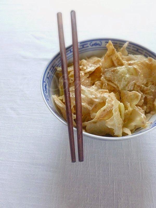 Salade de chou blanc, sauce crémeuse et épicée (citron, tahin, miel , cumin…)