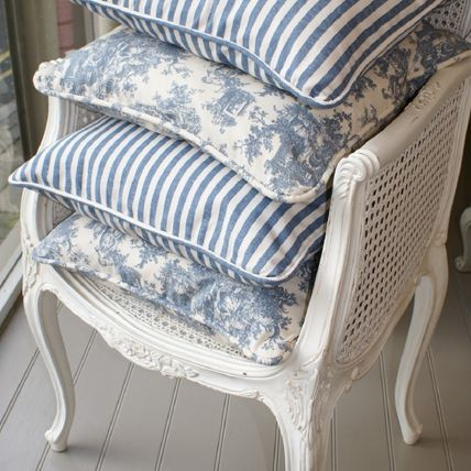 Create some amazing cushions with Ralph Lauren Mapleton Floral - Blue fabric $136.50 per yard for that beach home