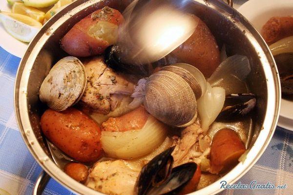 Curanto en olla http://www.recetasgratis.net/Receta-de-Curanto-Olla-receta-20831.html