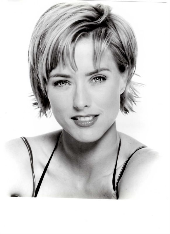 TEA LEONI - so pretty in the movie The Family Man with Nicholas Cage.