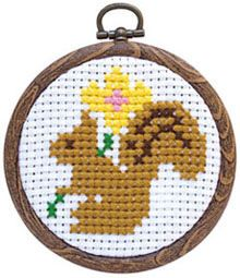 These quick cross stitch kits can be completed in less than one day (estimated 3-4 hours)! They're perfect for beginners, including kids! Kit includes: cross stitch fabric, Cosmo embroidery floss, embroidery needle, resin frame for your finished project, and instructions in Japanese. Finished size is approximately 7.5cm (3