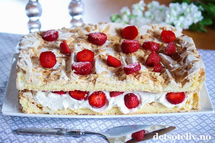Vaniljemarengskake med jordbær