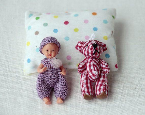 Miniaturas crochet mono púrpura sombrero la muñeca ganchillo