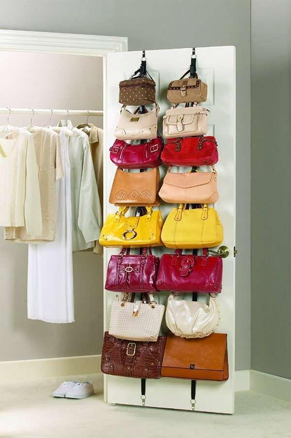 Rangement vertical pour les sacs à main à placer derrière la porte. 15 Façons super pratiques de ranger ses sacs à main