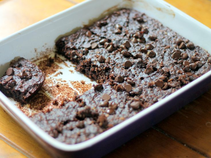 86 calorie Chocolate Chip Zucchini Brownies. Flourless & no butter! V & GF. Can you believe it?