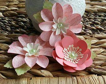 Papier à la main fleurs - rose Shabby avec Script et corail - scrapbooking - carterie - Tag Decor - Articles en papier - fleur embellissements