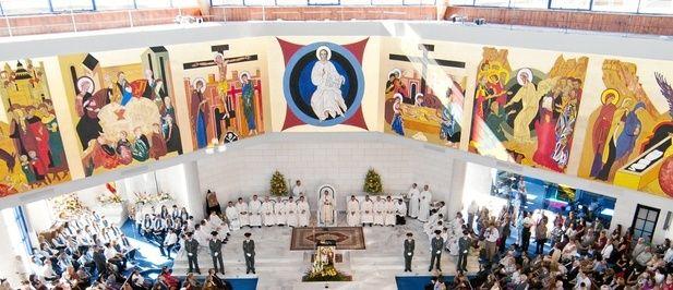 Inauguran templo con diseño de Kiko Argüello, iniciador del Camino Neocatecumenal