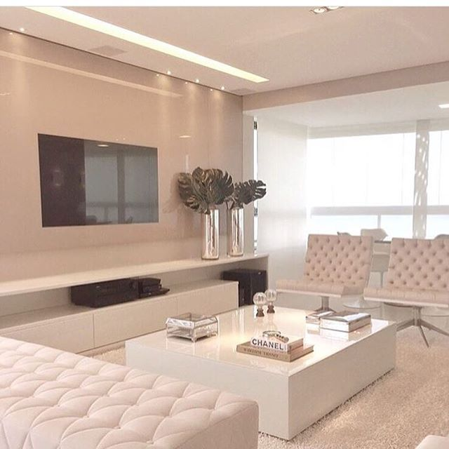 All white! Love ❤ Regram do @homeluxo | Projeto by Rejane Dubeux |  @homeluxoimoveis #decoração #projetos #apartamentos #arquitetura #homeluxo #bloghomeluxo #decor4home #decor #decoracao #design #decoration #decor #it  Site: www.homeluxo.com | Facebook/Fanpage: Bloghomeluxo | Snapchat: Homeluxo ➡️️Para participar da seleção de projetos postados aqui no insta, marque o @_decor4home na foto e legenda do seu post!