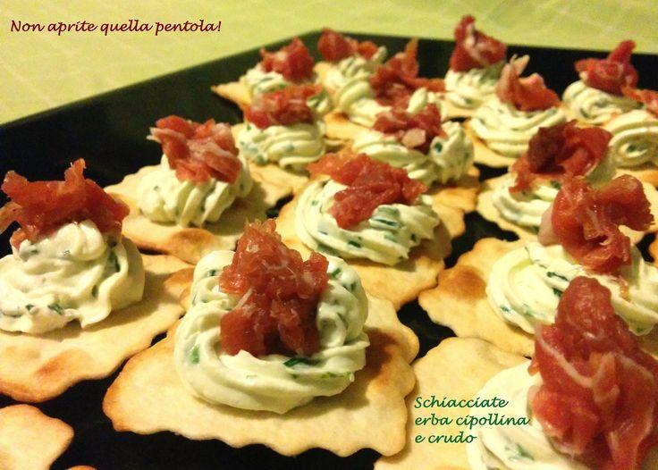 Antipastiamo insieme? http://blog.giallozafferano.it/nonapritequellapentola/schiacciatecipollinacrudo/   #nonapritequellapentola #gialloblogs #blogGZ #foodie