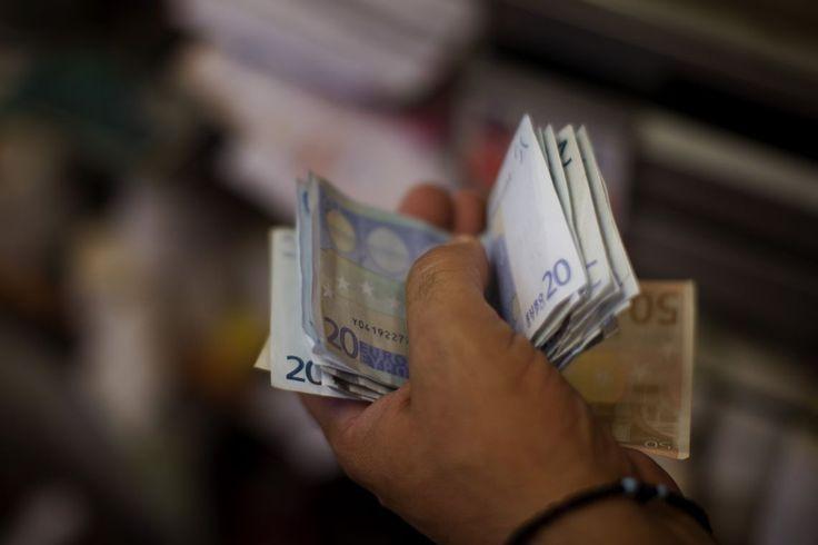 Každá štvrtá faktúra na Slovensku nie je zaplatená načas. Tri percentá faktúr nie sú zaplatené nikdy. Neplatenie faktúr je na Slovensku bežný jav. Aby sa tento problém vyriešil, alebo aspoň obmedzil, politici prichádzajú s novými návrhmi zákonov.