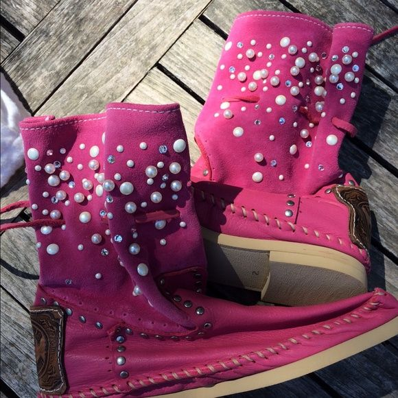 New Hector Riccione Fuchsia Suede Booties Size 9 So fun and flashy. Crystals and pearls on the most comfortable booties handmade in Italy. Hector Riccione Shoes
