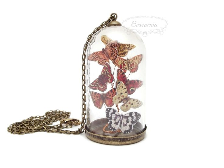 Mini butterfly terrarium necklace (butterflies under the glass dome)