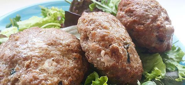 Η food blogger μας Μαριαλένα Τερζή, μοιράζεται τα μυστικά της για μπιφτέκια έξτρα ζουμερά και αφράτα!