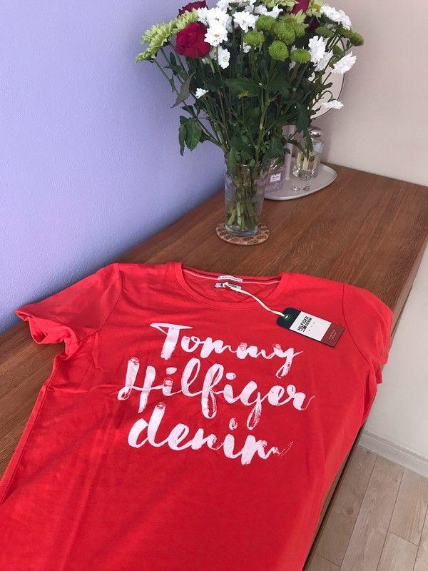 Moje Tričko Tommy Hilfiger Denim korálové barvy od Tommy Hilfiger! Velikost 36 / 8 / S za590 Kč. Mrkni na to: http://www.vinted.cz/damske-obleceni/tricka/18009411-tricko-tommy-hilfiger-denim-koralove-barvy.