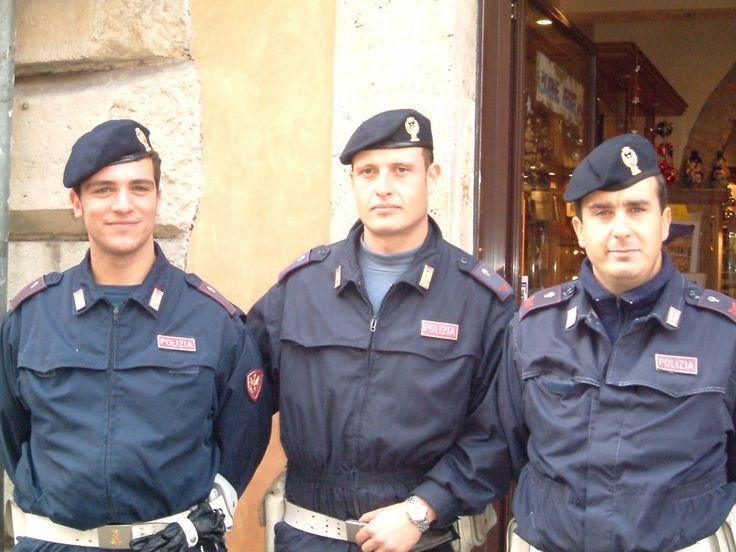 Police in rome uniforms pinterest rome - La cucineria roma ...
