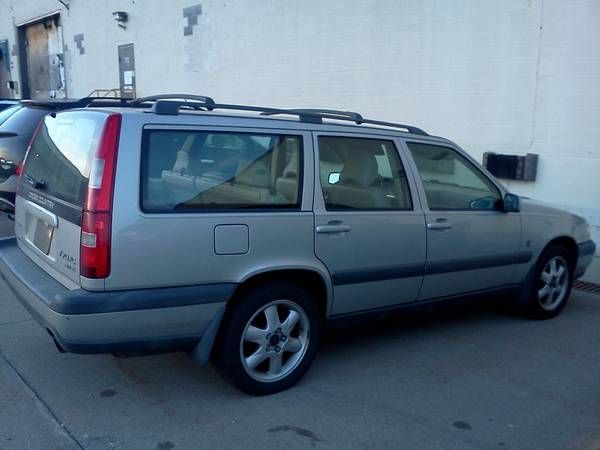 2000 volvo V 70 XC cross country