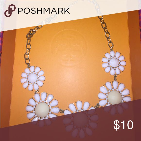 White flower necklace A great piece for spring or summer! Jewelry Necklaces