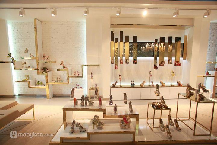 تصميمات ديكورات محلات مميزة ستعجبك بالتأكيد Lojas De Sapatos Femininos Lojas De Sapatos Design De Loja De Sapatos