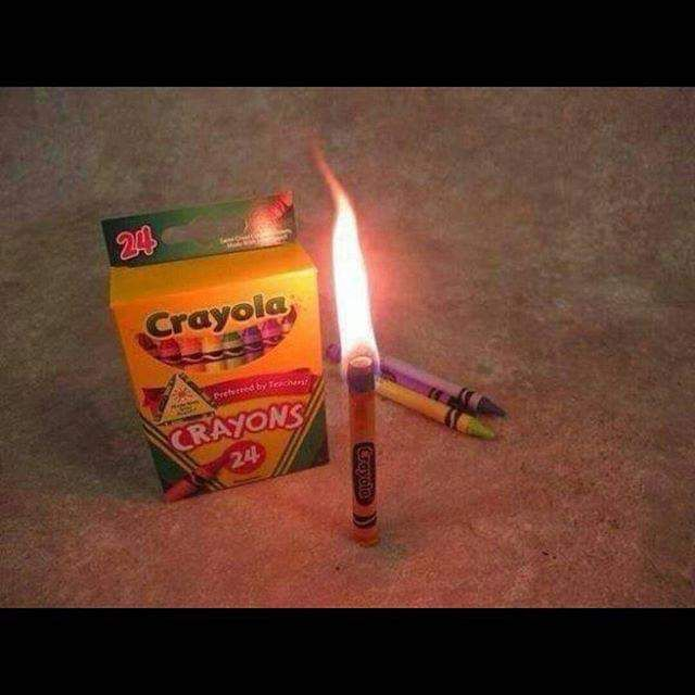 طفت الكهربا وماعندك شمعه الوان كريون الشمعيه تشب لمده ثلاثين دقيه هل تعلم معلومات معلومة اقلام Diy Candles With Crayons Crayon Candles Emergency Candles