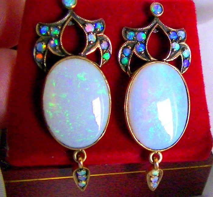 Online veilinghuis Catawiki: Antieke oorbellen met opaal, 375 goud, vintage – Zeldzaam
