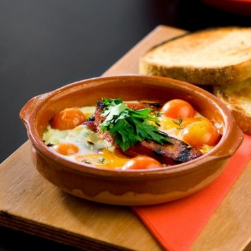*Chorizo y huevos* - baked eggs w/ chorizo & confit tomato #olerestaurant #southbank #spanish #tapas #food #breakfast #brisbane