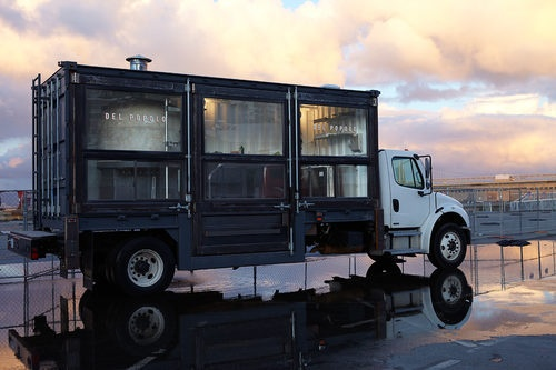 Jon Darsky's @pizzadelpopolo glass-walled pizza truck holds a 5,000 pound oven imported from Naples. #SF