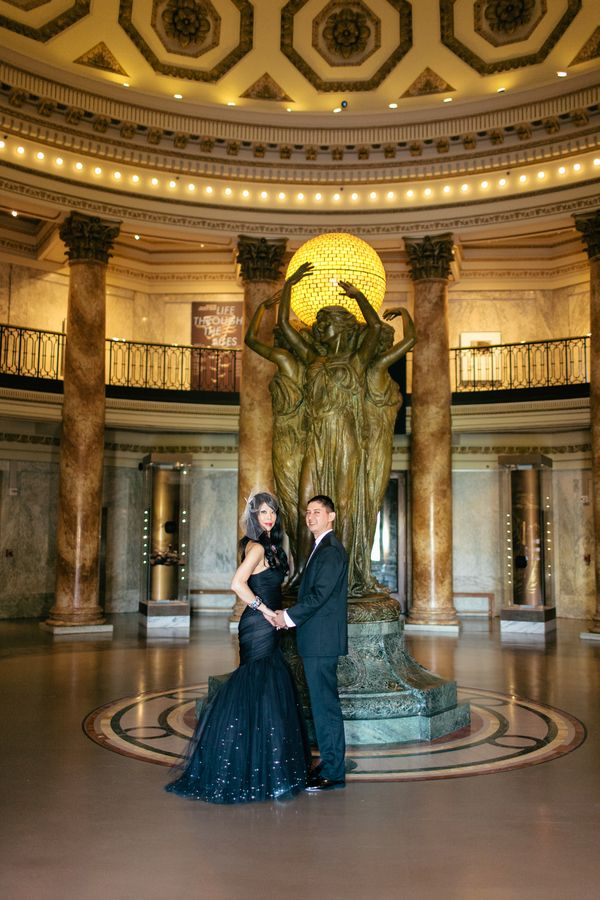 Dinosaur topiaries and punk rock shoes at this museum wedding | Offbeat Bride