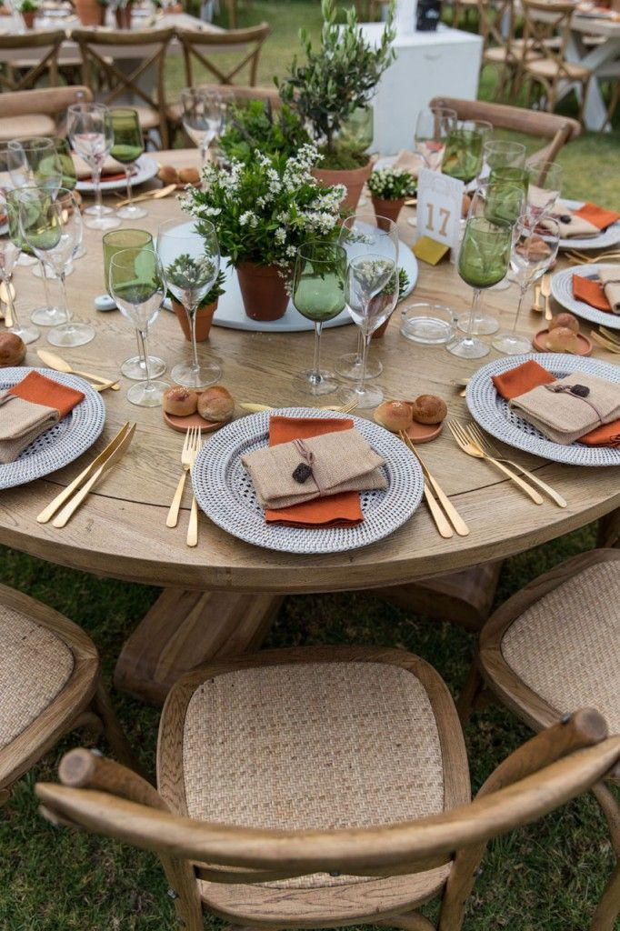 Rustic table arrangements with earthy fabrics and colours, garden flowers and wooden details.