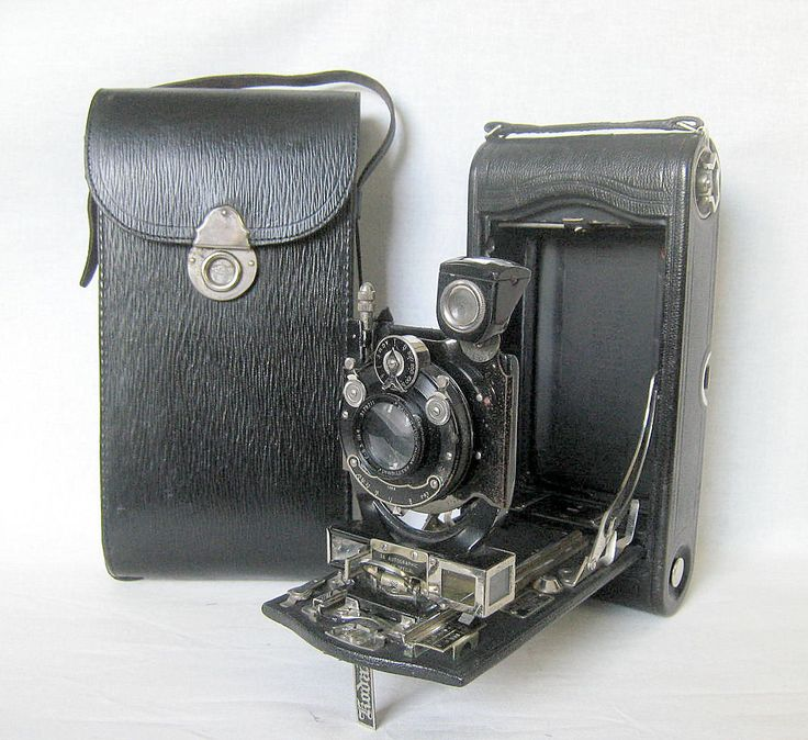 Vintage KODAK NO.3A Autographic Special Model B Folding Camera in original case.