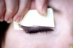Una plantilla para delinear ojos: | 19 ingeniosos productos que toda chica perezosa debería tener