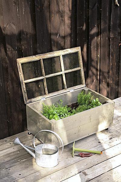 Tee itse kasvatuslaatikko yrteille! | Viherpiha http://www.viherpiha.fi/kasvimaa/yrttilaatikko-edullisesti