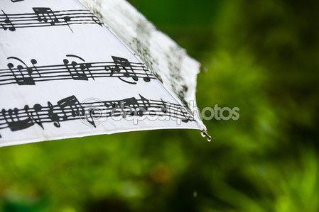 Человек под зонтиком во время дождя от спины — Стоковое фото © kulkann #116846088