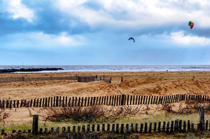Un peu de vent pour le kitesurf !!! Châtelaillon-Plage - Le Front de Mer 2017 http://ift.tt/2k7a3ES  Version HD : http://ift.tt/2lLTK1w