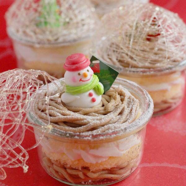vivianさんの【スノードームのモンブランケーキ】 WECKを使ったレイヤーケーキです。市販のスポンジケーキを使っているので、とっても簡単に作れます★スノードームの飴細工からは可愛いクリスマスキャラクターが覗いています( *´艸`) http://recipe.cotta.jp/blogger/special_detail.php?recipe_id=1298&fb=151120_01