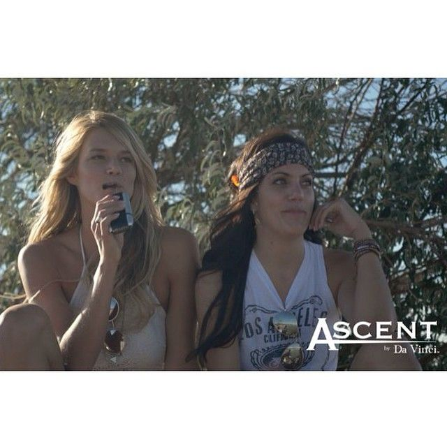 Vaping with friends is the best! Ascent Handheld vaporizer