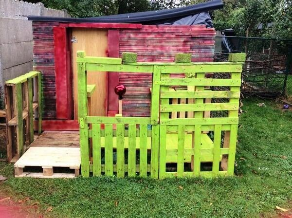 It is also other very beautiful wooden pallet outdoor shed idea which is shown in this picture and look in the picture that the little pallet bar is painted with the parrot color and looking so beautiful in the garden. And you can also decorate your outdoor shed with the pallets to following this picture.