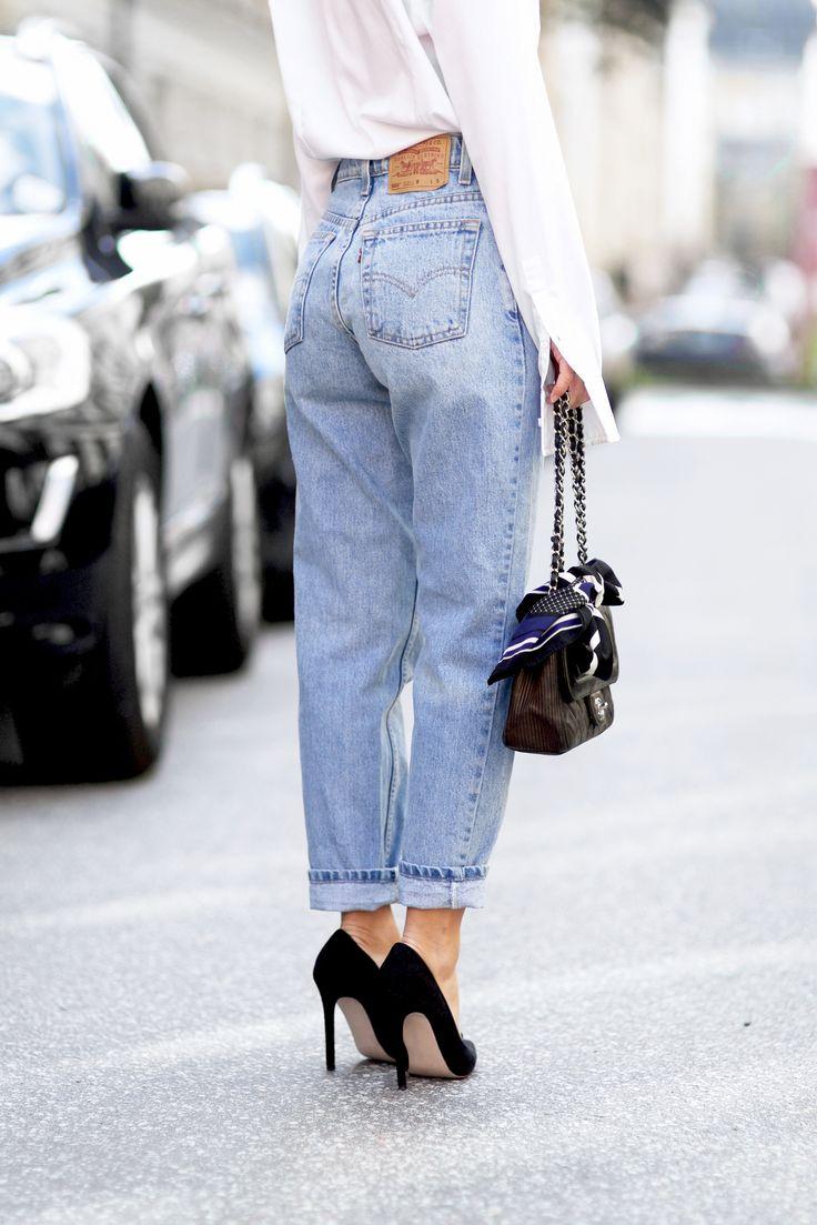 Confortables et stylés, les mom jeans sont maintenant une pièce clé, approuvée des it-girls, à ajouter à votre garde-robe. Comment les porter? Voici nos...