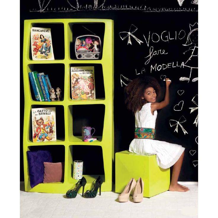 Βιβλιοθήκη με οκτώ ράφια