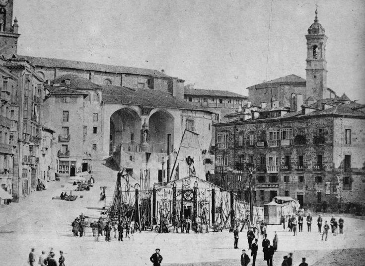 fotos antiguas vitoria   Pozo artesiano de la Plaza Vieja