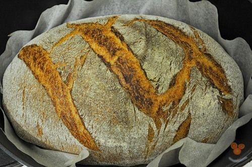 """Когда я открыл крышку казана, в котором сидел хлеб, я закричал: """"А-а-а-а-а!!!!! Таня беги скорей сюда, ты только посмотри на это!!!"""" Сумасшедший хлеб. Душистый, в меру сладковатый, что идет в гармоничный резонанс с ароматом горчичного масла, с нежнейшим мякишем, мягкой, практически неощутимой…"""