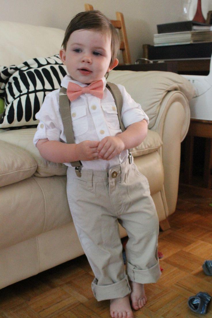 Mon petit bonhomme dans son habit de mariage! Ne reste qu'à faire les rebords de pantalon.