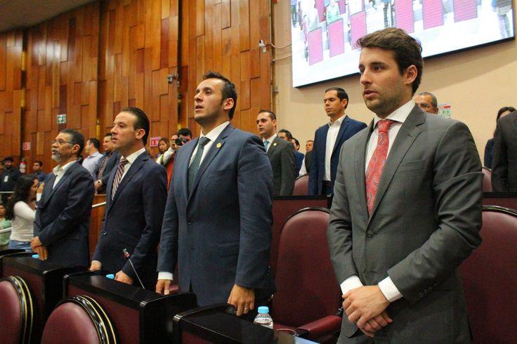 BUENOS DÍAS VERACRUZ: EL INFIERNO DE YUNES.BUENOS DÍAS VERACRUZ Miércoles 15 de marzo del 2017. EL INFIERNO DE YUNES. ¡Cómo un balde de agua fría! Va para atrás la reestructura de la deuda pública de las 46 mil millones de pesos. En un maratónico circo, la 46 legislatura dividida: la votación final 25 votos a favor y 25 en contra. #xalapa #LAGAZETAopinion #DavidVaronaF