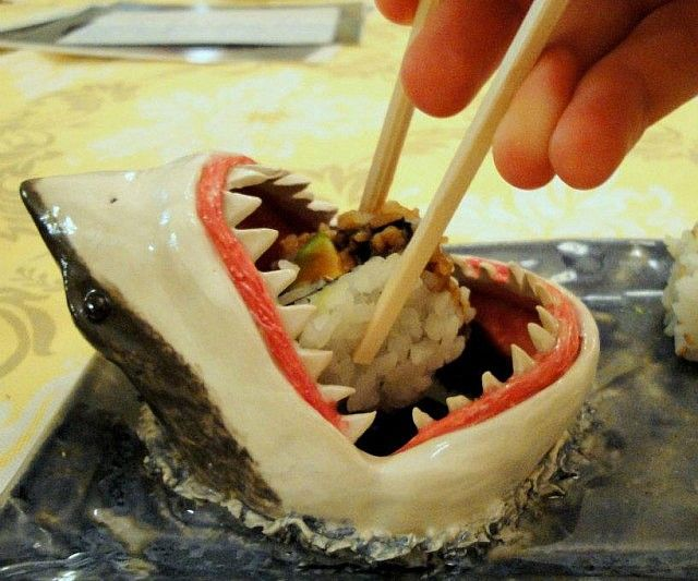 Count on a bit of excitement during your meal when you dine using the great white shark sushi plate. It's the one of a kind sushi plate whose creative concept lets the diner venture deep into the belly of the beast every time they crave some soy sauce.