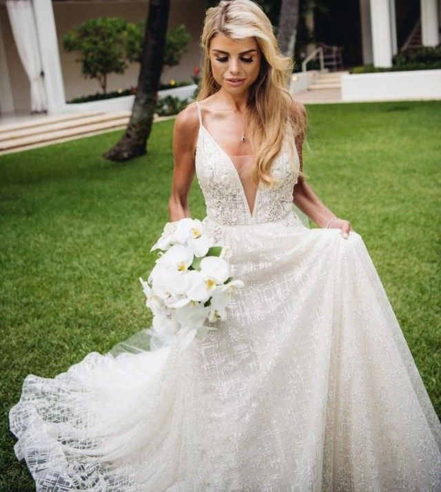 Haute Couture Bridal Gowns Like This Can Be Costly Brides Who Are On A Budget Many Times Ca American Wedding Dress Wedding Dresses Designer Wedding Dresses