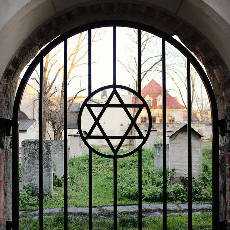 Jewish cemetery / 5 reasons you should visit Krakow over Prague / A Globe Well Travelled