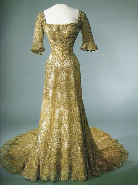 indypendentroyalty:  Edwardian dress that belonged to Queen Maud of Norway