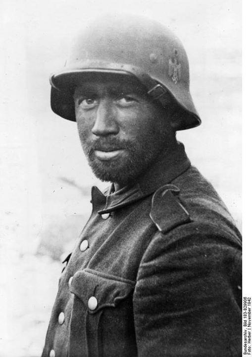 Portrait of a German Army soldier in Stalingrad Russia November 1942. Photo: Bundesarchiv Bild 183-B29906 Herber.